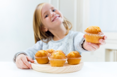 GIRL WITH MUFFIN