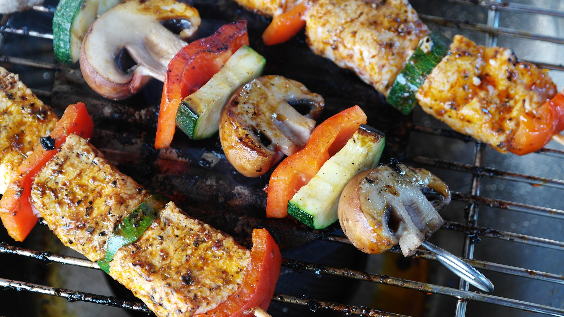 grilling meat-1440105_1920 (1)