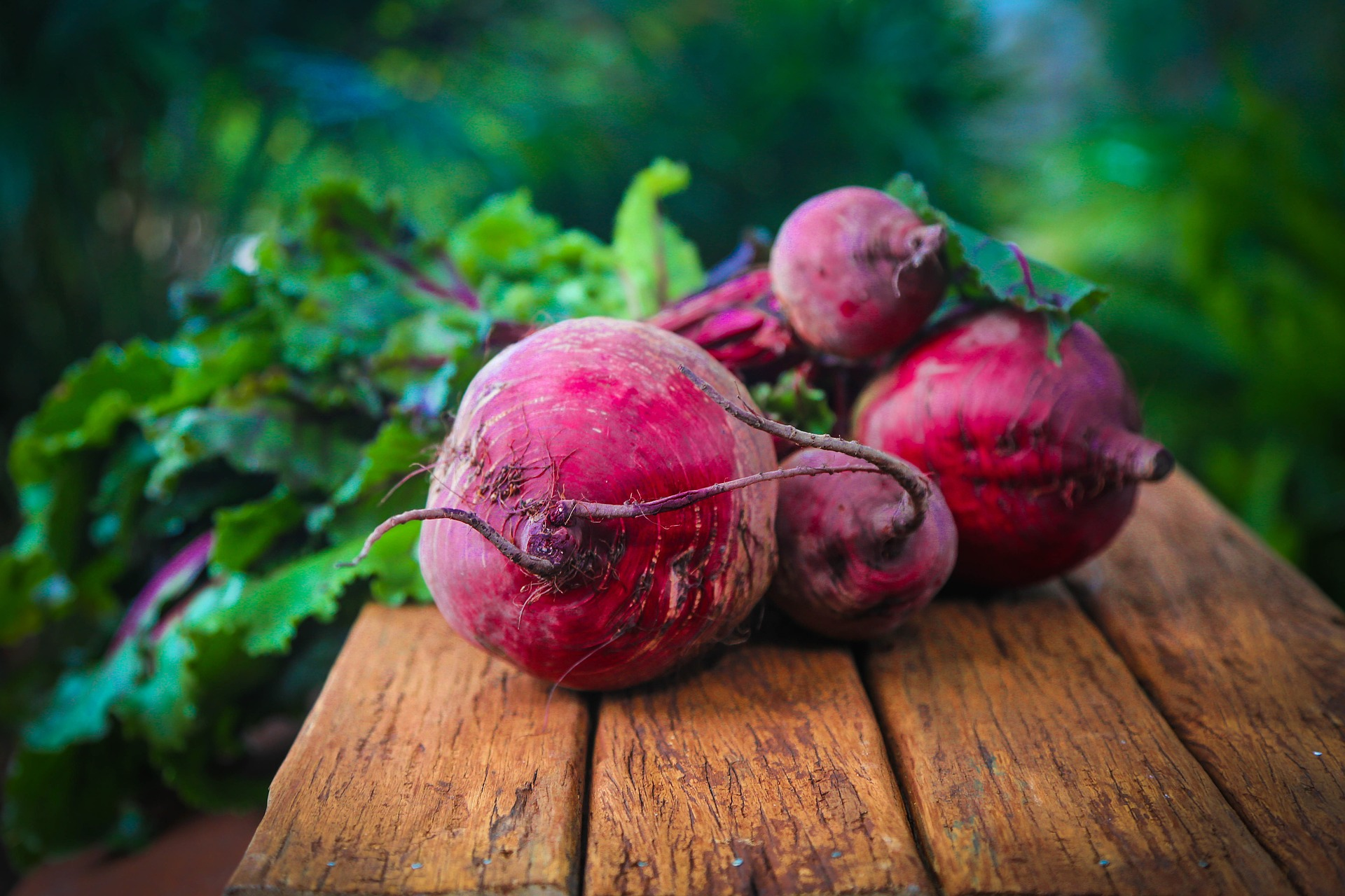 The benefits of eating beets (+ salad and dessert recipes)