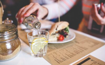 Eat healthy when eating out: 7 simple strategies